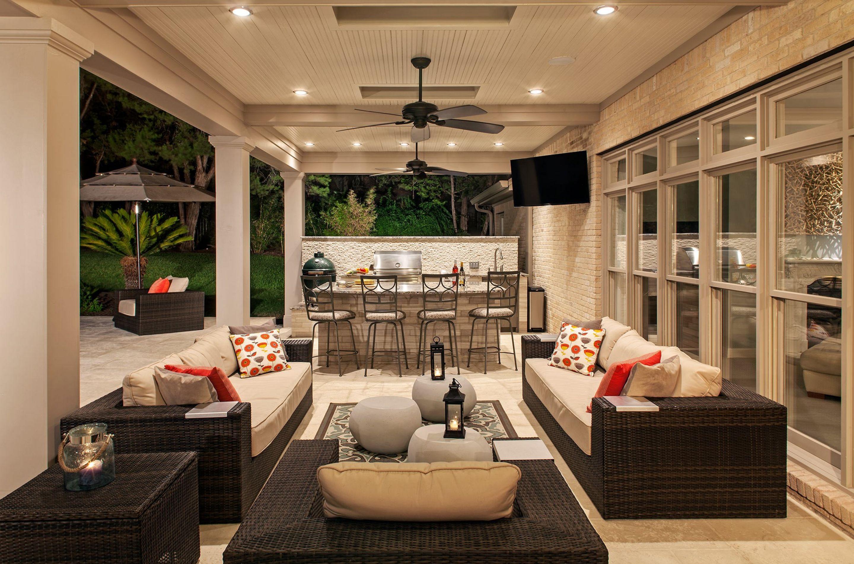 Modern Backyard Outdoor Kitchen