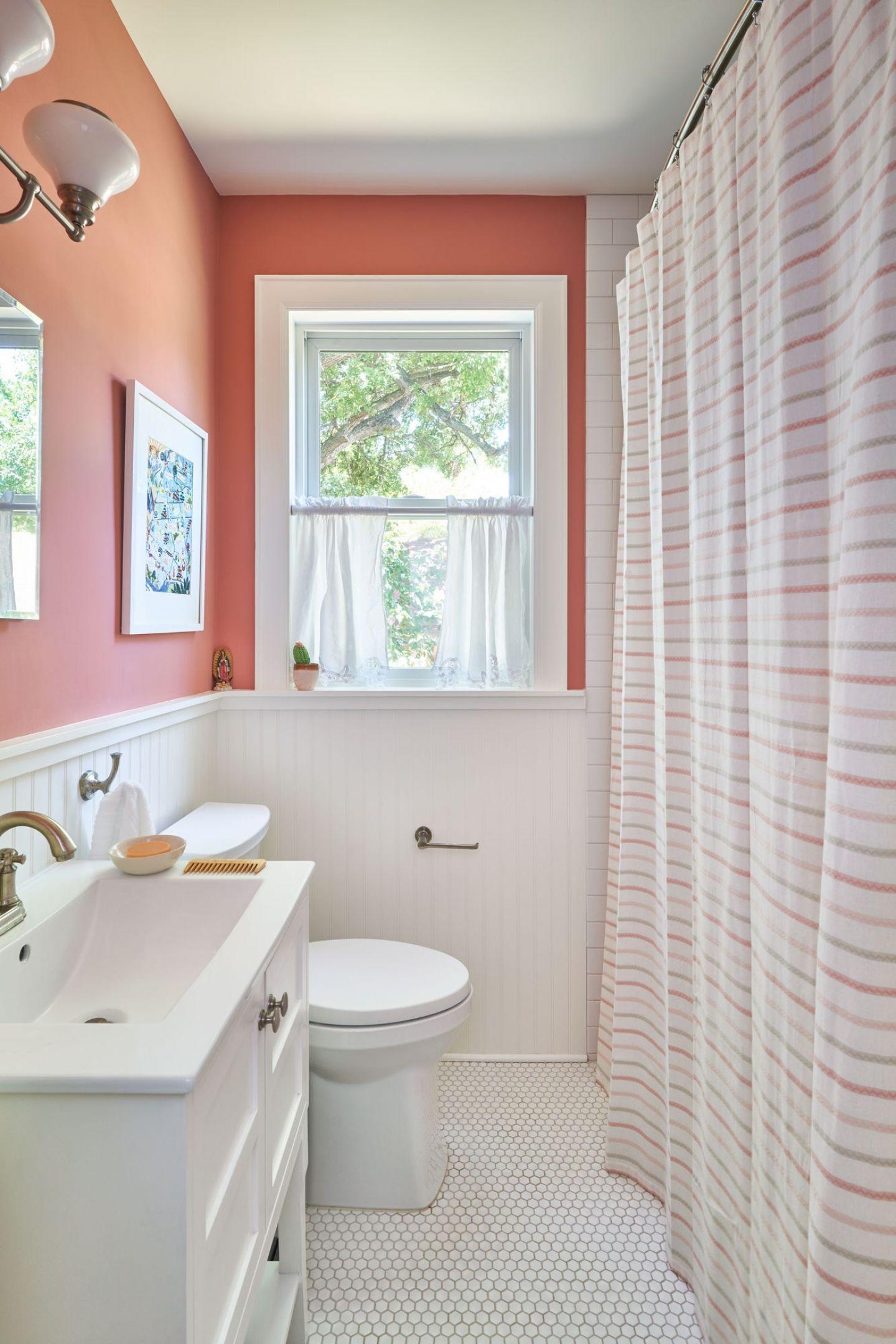 Hall bath 9609