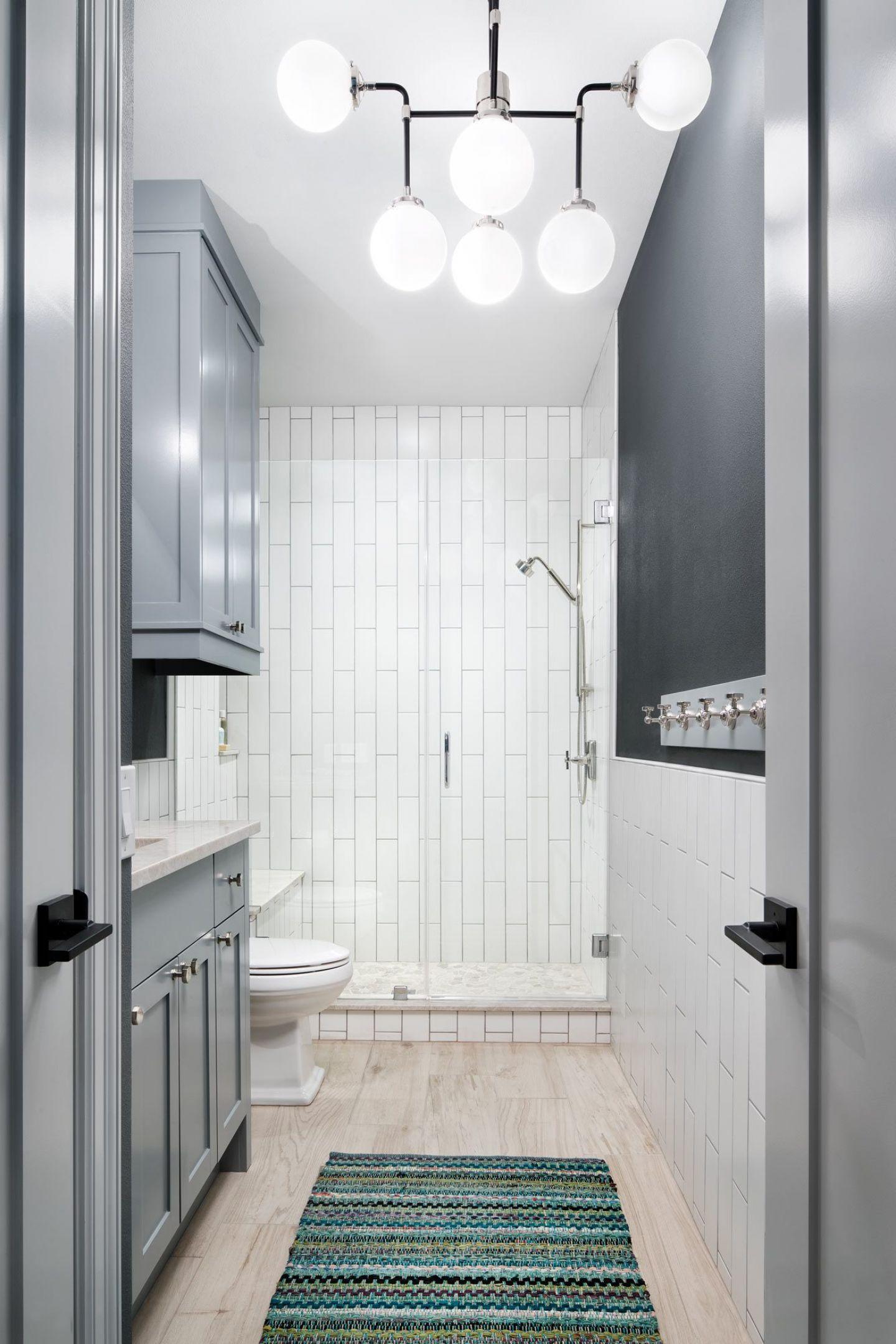 065 Hall Bath